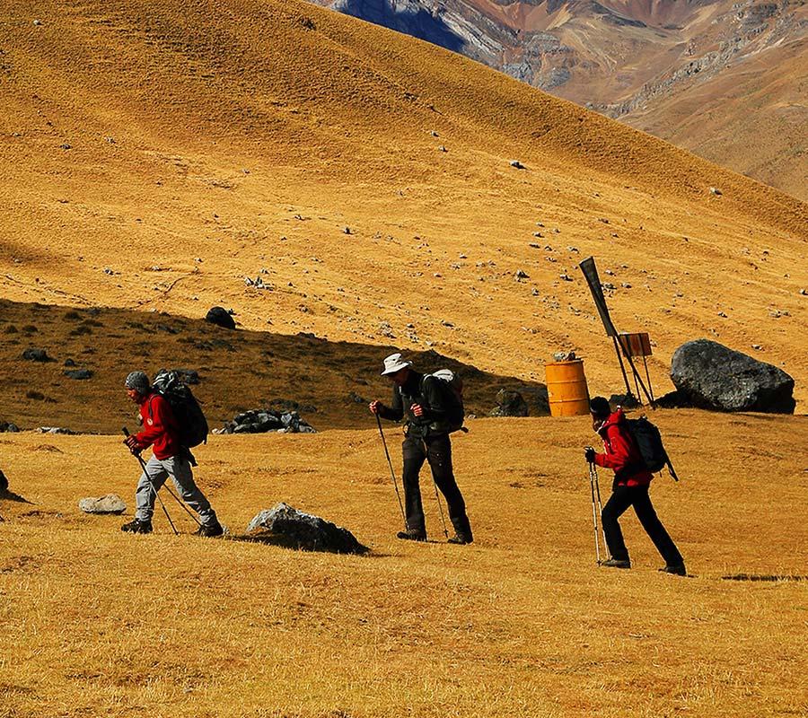 faa-cotopaxi-trekking.jpg