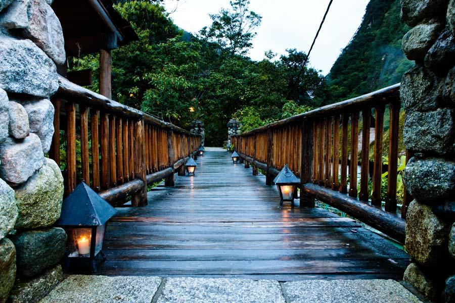 kuoda-blog-inkaterra-machu-picchu-bridge-candles.jpg