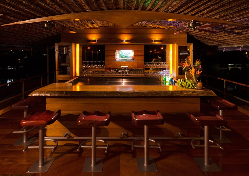 gallery-amazon-cruise-delfin-i-bar.jpg
