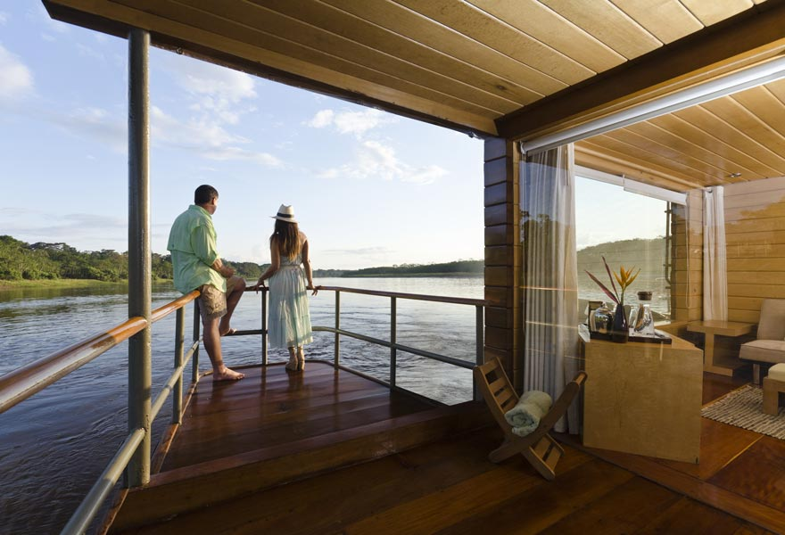 gallery-amazon-cruise-delfin-i-deluxe-master-suite-1