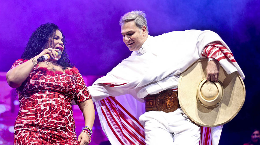 kuoda-blog-dia-cancion-criolla-vs-halloween-singing-dancing.jpg