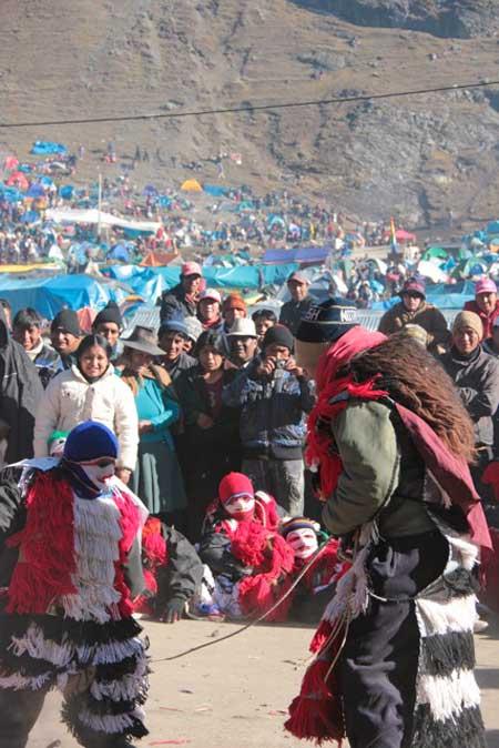 kuoda-blog-climb-heart-peruvian-faith-qoyllurity-ukukus-dancing.jpg
