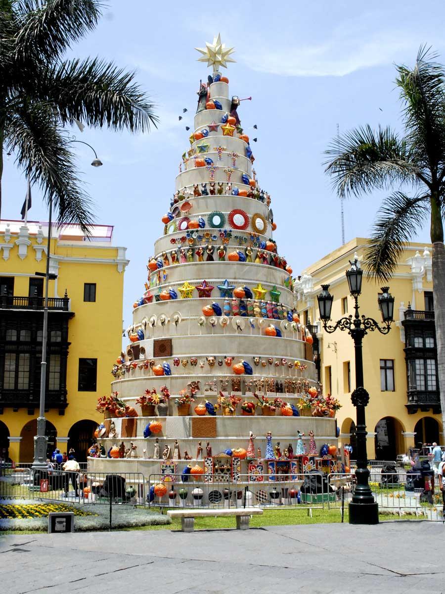 pacha-peru-blog-christmas-tree-main-square-lima
