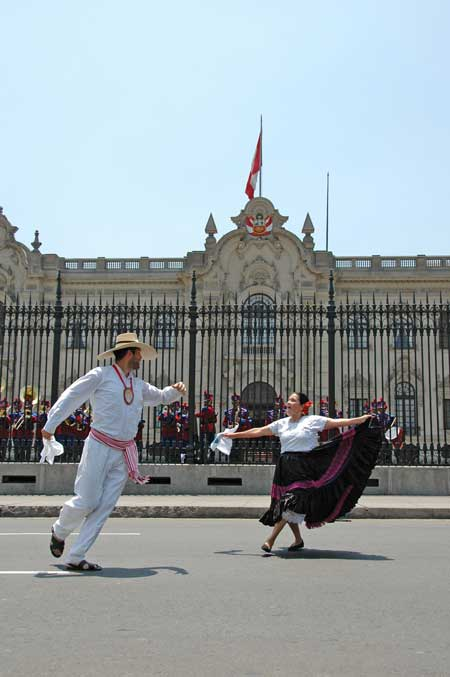 kuoda-blog-marinera-peru-national-dance2.jpg