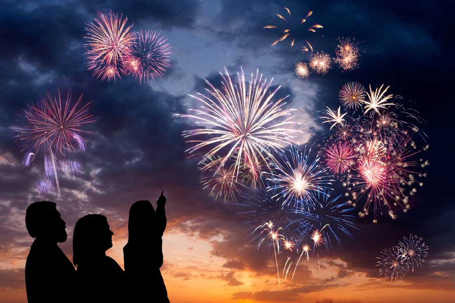kuoda-blog-new-year-resolutions-2017-fireworks-family
