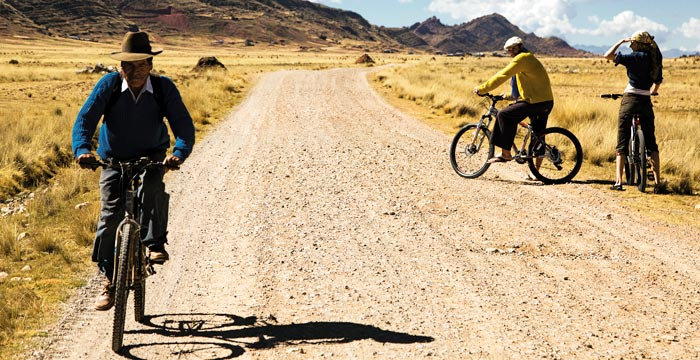lake-titicaca-biking