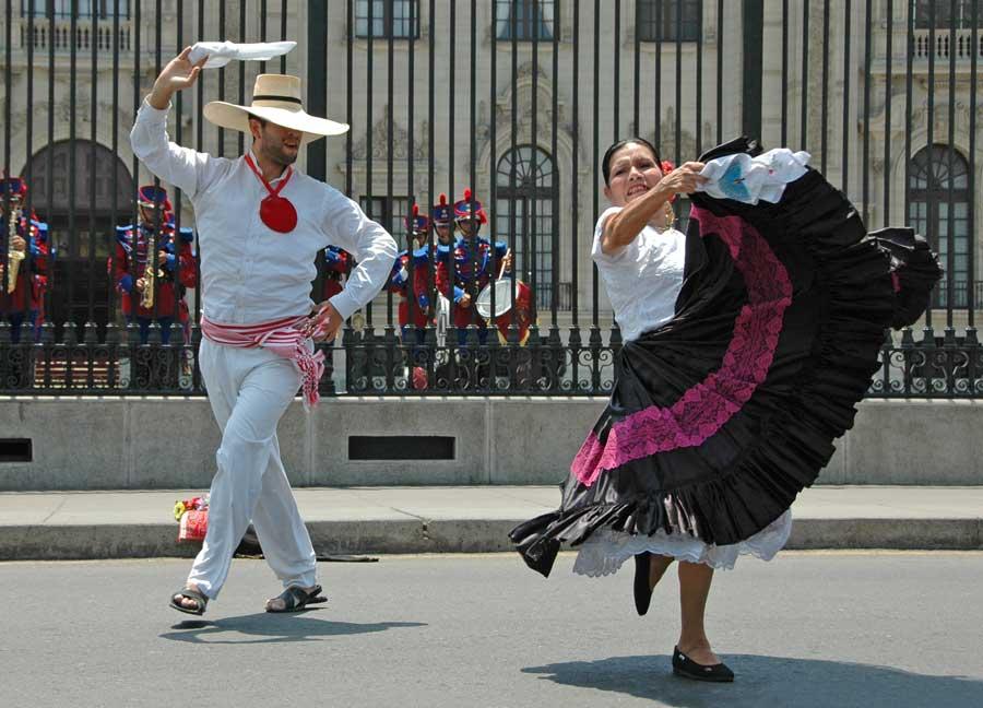 pacha-peru-blog-why-trujillo-destination-visit-2017-marinera2