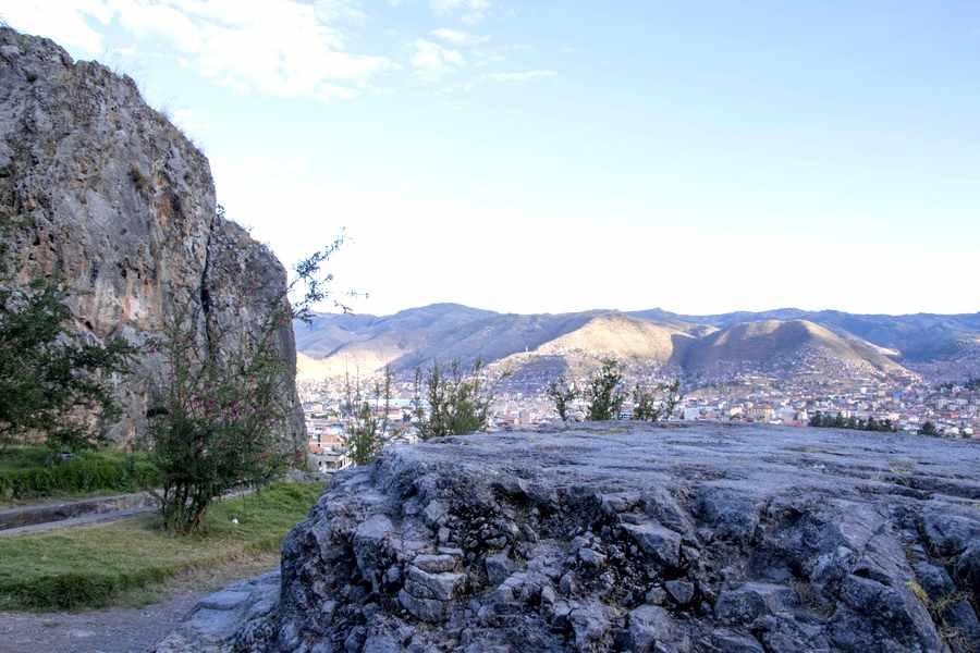 Mesa-Redonda-and-Inca-Altar