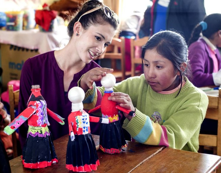 how-to-mingle-with-the-locals-in-cusco-voluntary