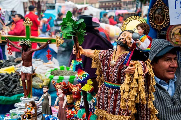Santurantikuy: Cusco's Famous Christmas Market
