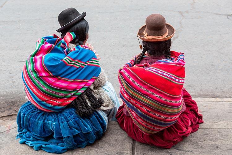 Peruvian andean women llicllas