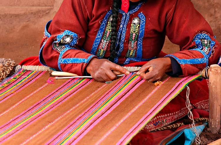 Peruvian andean women weaver