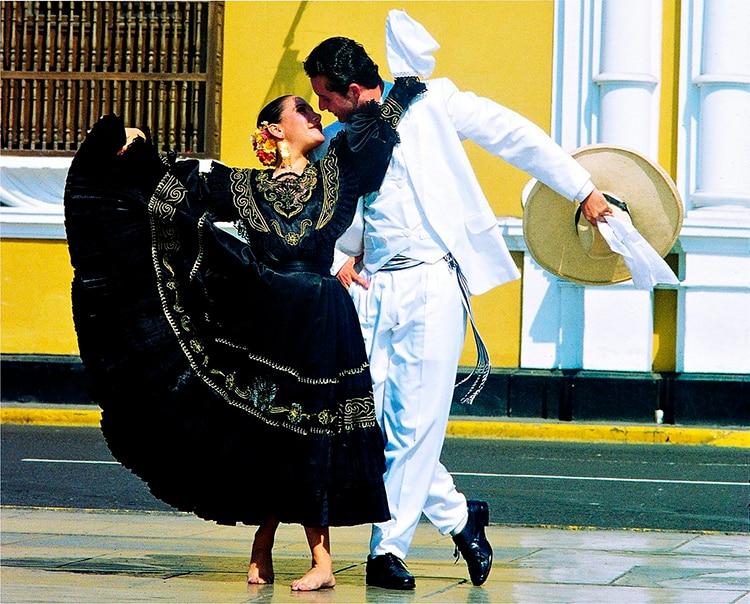Marinera Peruvian Festivals