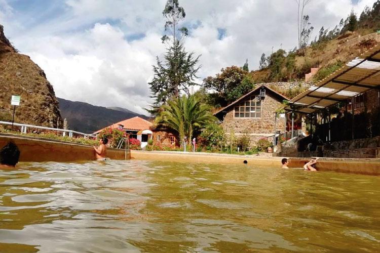 hot springs lares trek